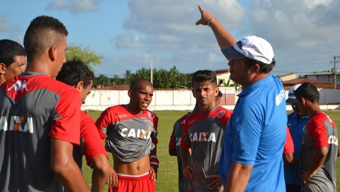 América-RN - Roberto Fernandes - jogadores (Foto: Jocaff Souza/GloboEsporte.com)