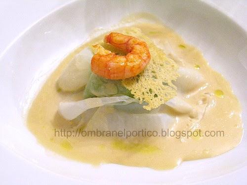"""Ravioli di calamaro ripieno di """"broccoletti"""" salsa di acciughe e crostaceo-Pino Cuttaia-Ein Prosit 2009"""