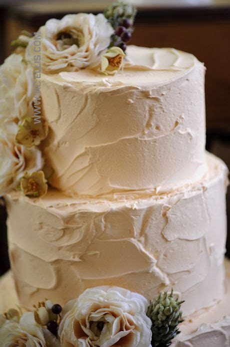 rustic and textured vintage inspired wedding cake so