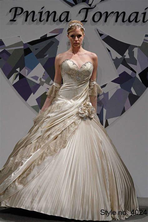 Pnina tornai white gold wedding gown, sweatheart neckline