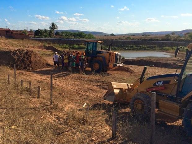 Tratores trabalham em construção de pista de motocross em São José do Campestre (Foto: Divulgação/MP do RN)