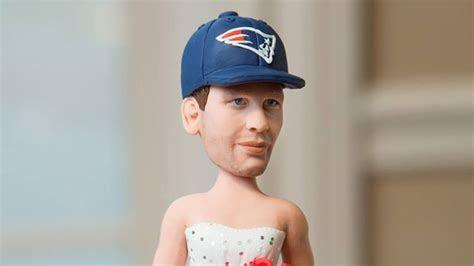 Giants Fan Trolls Her Groom With Cake Featuring Tom Brady