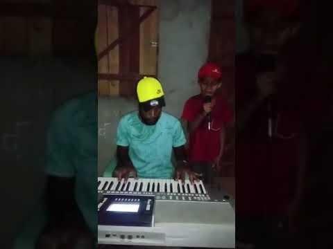 Baiano de 9 anos sonha em ser cantor e faz sucesso com seus vídeos, veja;
