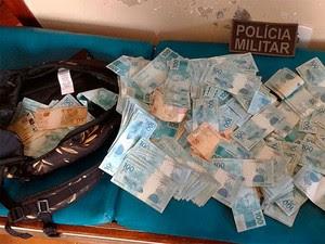 Dinheiro apreendido pela Polícia Militar com suspeitos de estelionat