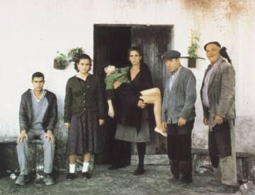 Imagen de la película 'Los santos inocentes', basada en la novela de Miguel Delibes.