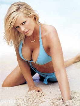 Nicole Eggert sexy clevage picture
