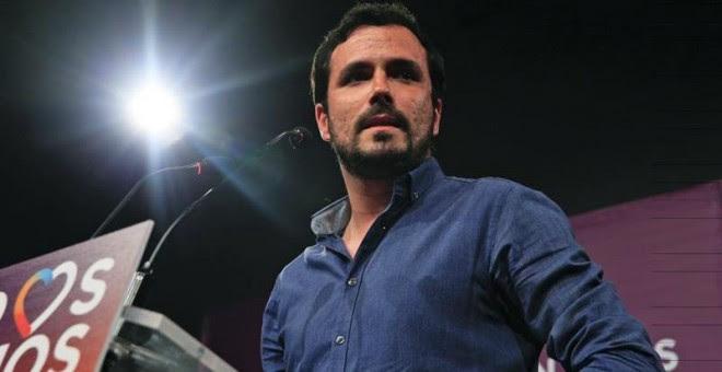 El coordinador general de IU y candidato de Unidos Podemos, Alberto Garzón, durante la rueda de prensa que ha ofrecido para hacer una primera valoración tras el cierre de los colegios electorales. EFE/Zipi