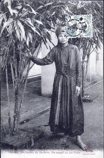http://nguyentl.free.fr/autrefois/resistance/TheMui_2e_femme_CaRinh_1911.jpg