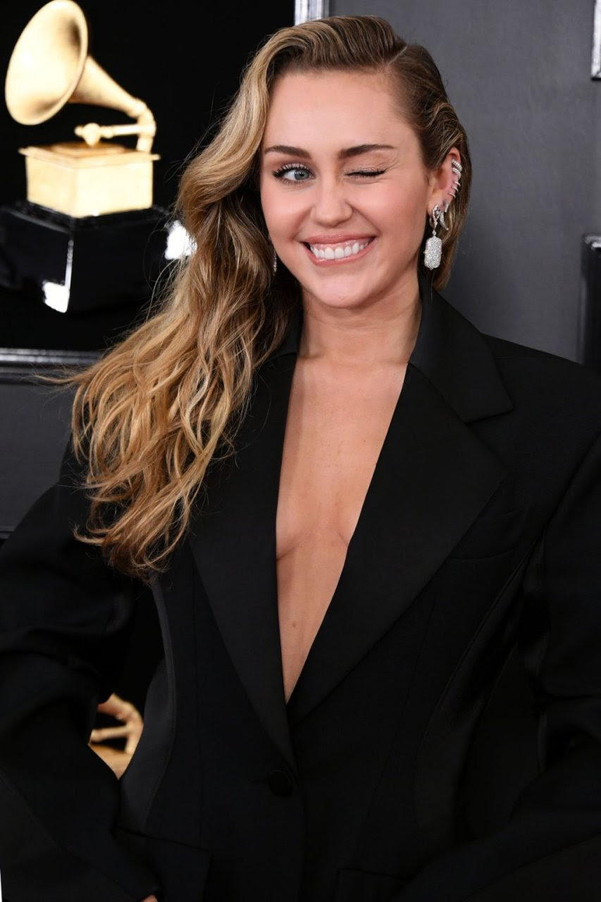 Miley Cyrus Braless (36 Photos) | #TheFappening