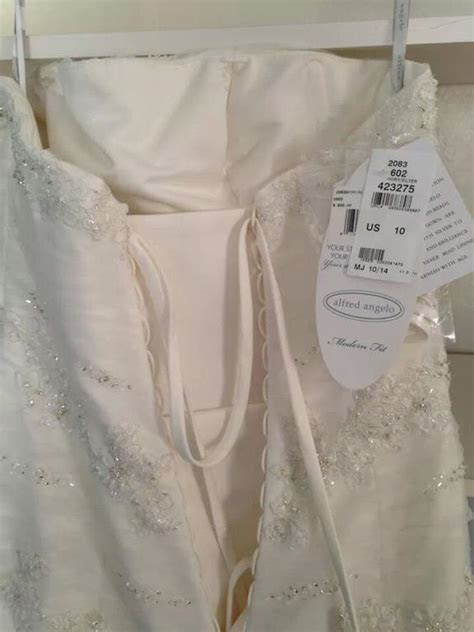 Alfred Angelo 2083, $500 Size: 10   New (Un Altered