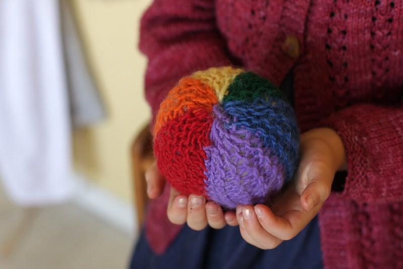 Waldorf 1st grade handwork : rainbow ball