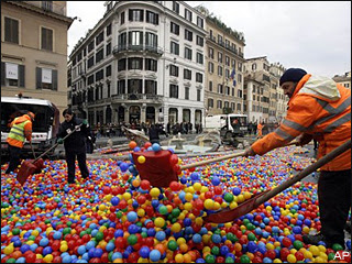 Stunt leaves famed Spanish Steps filled with thousands of multicolored balls