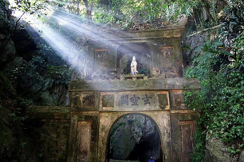 File:Marble Mountain Gate, Da Nang.jpg