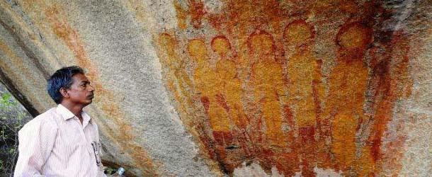 Descubren en la India pinturas rupestres de hace 10.000 años con ovnis y extraterrestres representados
