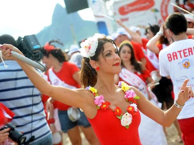 A escritora Thalita Rebouças desfilou com o bloco Foto: Daniel Ramalho / Terra