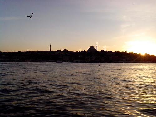 Tramonto autunnale a Istanbul by Ylbert Durishti