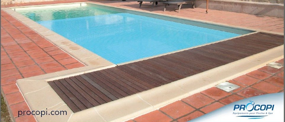 Volet roulant piscine immergee for Piscine miroir et volet roulant