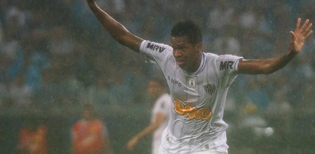 Atacante Jô fez o gol da vitória do Atlético-MG sobre o Vasco em 2012