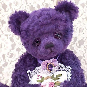My mother says it's bows but I would not move me. Description: Bear with heart purple lace