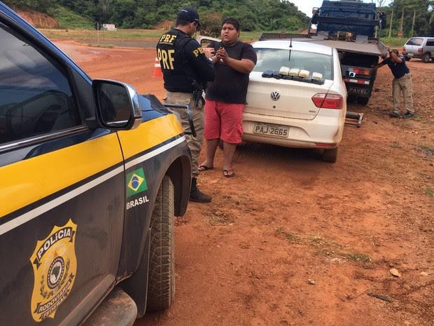 Ele foi levado para a Delegacia da Polícia Federal em Caxias, MA (Foto: Divulgação/PRF)