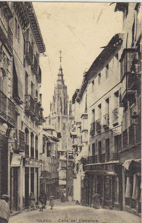 Calle ancha a comienzos del siglo XX