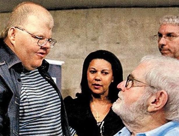 """Jô com o filho, Rafael Soares, em lançamento do livro """"As Esganadas"""", em 2011"""