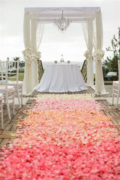 Best 25  Wedding runners ideas on Pinterest   Burlap
