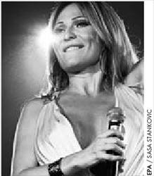 Η Τσέτσα, χήρα του Αρκάν,  είναι από τις πιο δηµοφιλείς  τραγουδίστριες στη Σερβία
