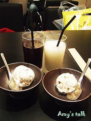 去冰的洛神花茶、可爾必斯,還有冰淇淋