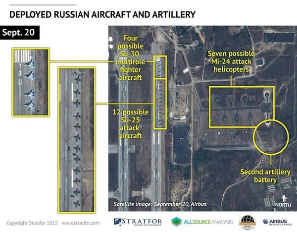 20日、シリア北西部ラタキア付近の空軍基地を撮影した衛星写真。ロシア軍の「スホイ30」戦闘機や軍用ヘリなどが確認できる(ロイター)
