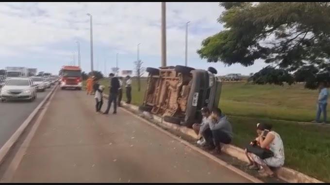 ACIDENTE EM ESTRADA: Van tomba e deixa 2 bebês e 3 adultos feridos