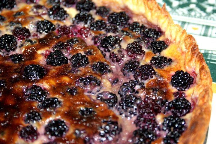 http://cerillayfogon.wordpress.com/2010/11/22/tarta-de-moras-blackberries-pie/
