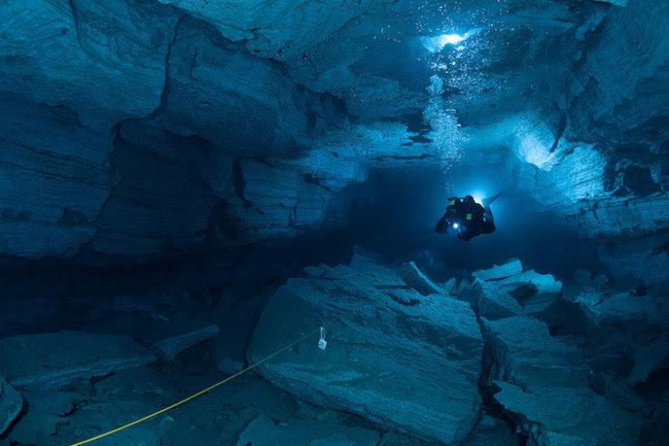 A maior caverna subaquática da Rússia 05