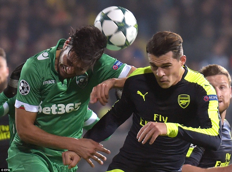 After four goals in the first half, the second was more competitive. Here, Xhaka fights for the ball with Jose Luis Palomino