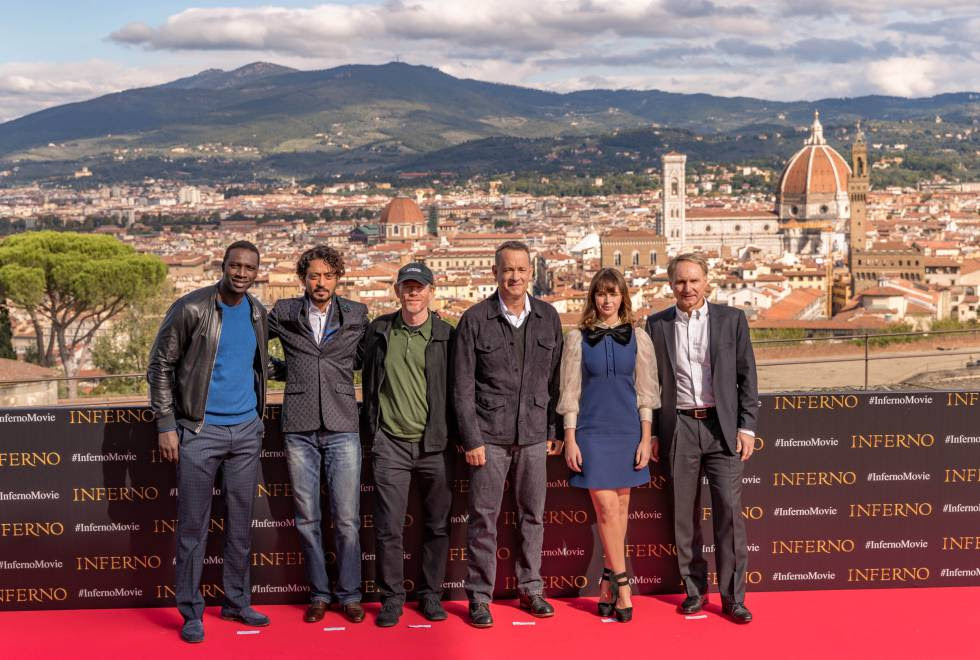 Omar Sy, Irrfan Kahn, Ron Howard, Tom Hanks, Felicity Jones y Dan Brown en la presentación de 'Inferno' en Florencia.
