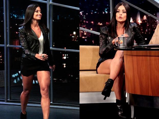 Aline Riscado mostra as pernas em entrevista com Jô Soares (Foto: Marcos Mazini/Gshow)