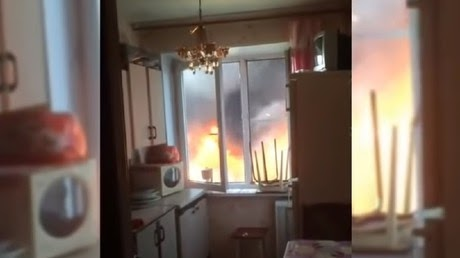'Not going there!' Five-story inferno terrifies residents of Moscow Region tower (VIDEO)