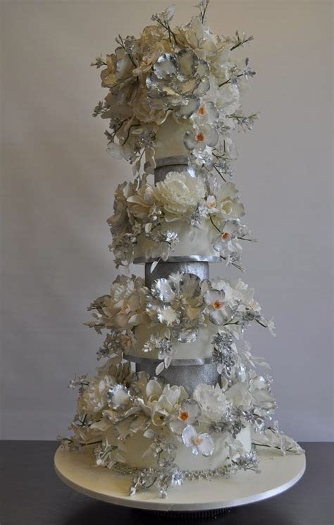 1000  ideas about Tall Wedding Cakes on Pinterest   Luxury