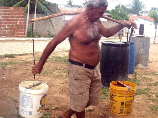 Moradores de Pilões, RN, relatam dificuldades para conseguir água (Foto: Anderson Barbosa/G1)