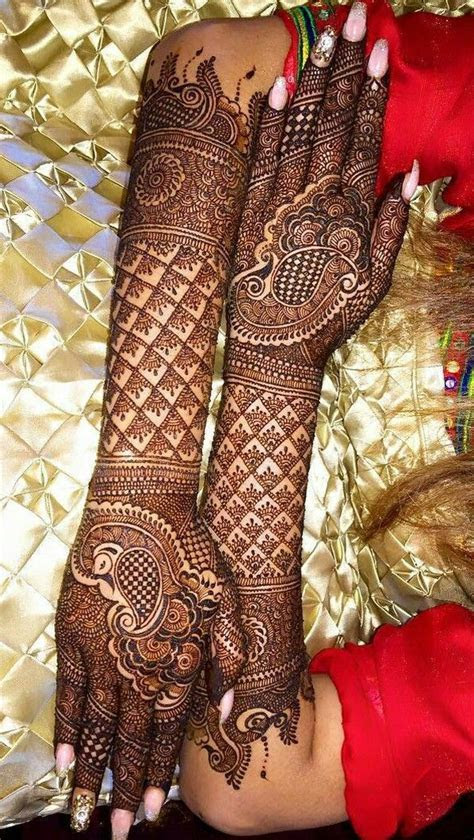 Beautiful and intricate bridal mehendi. mehndi