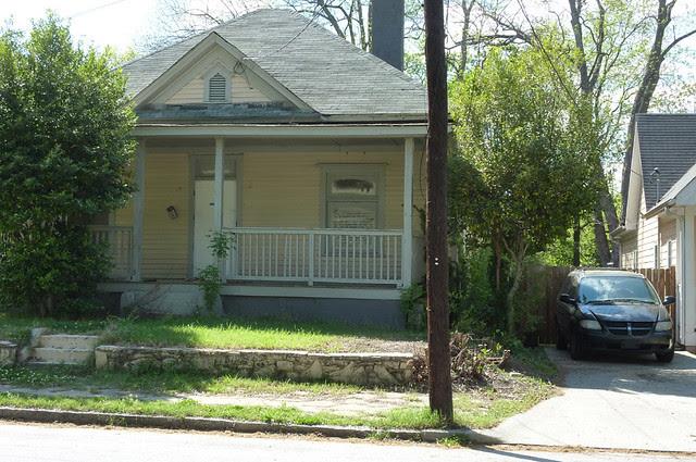 P1060137-2012-03-25-English-Avenue-Historic-Westside-Phoenix-Flies-Atlanta-Preservation-Center--English-Avenue-Folk-Victorian