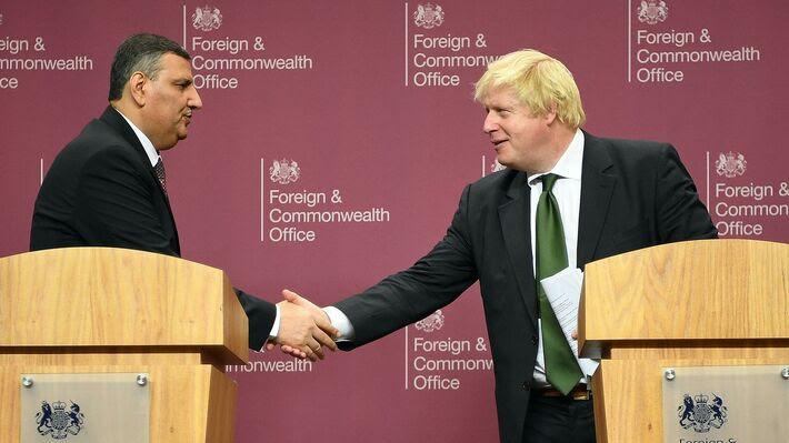 Ο Μπόρις Τζόνσον σε πρόσφατη συνάντησή του με τον ηγέτη της συριακής αντιπολίτευσης (φωτό ΑΡ)