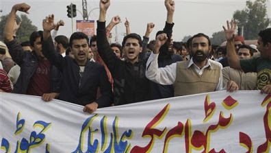 Pakistanis protest in Lahore against the killing of 28 soldiers by US-led forces inside the country. Pakistan in retaliation blocked supply lines for NATO military trucks. by Pan-African News Wire File Photos