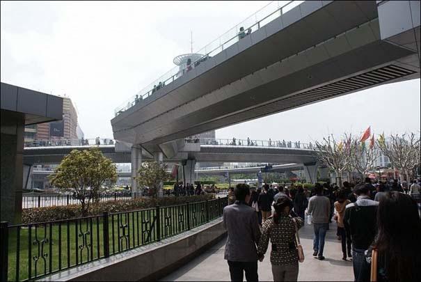 Ίσως η εντυπωσιακότερη πεζογέφυρα στον κόσμο (6)