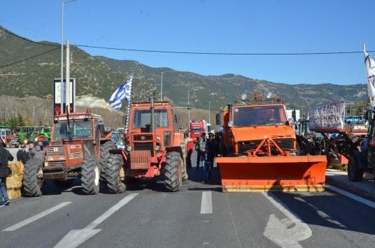 Μπλόκα αγροτών: Κλείνουν δρόμους και ανεβαίνουν Αθήνα - Δείτε πως έχει η κατάσταση στην Πελοπόννησο!