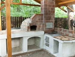 DIY Outdoor Kitchen and Pizza Oven