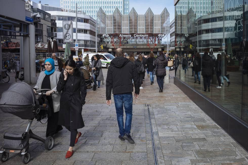 Calle principal de Almere, días antes de las elecciones en Holanda