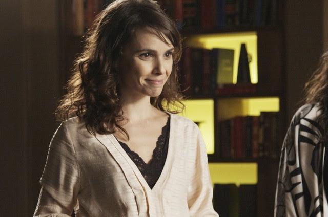 Débora Falabella é Irene em 'A força do querer' (Foto: Reprodução)