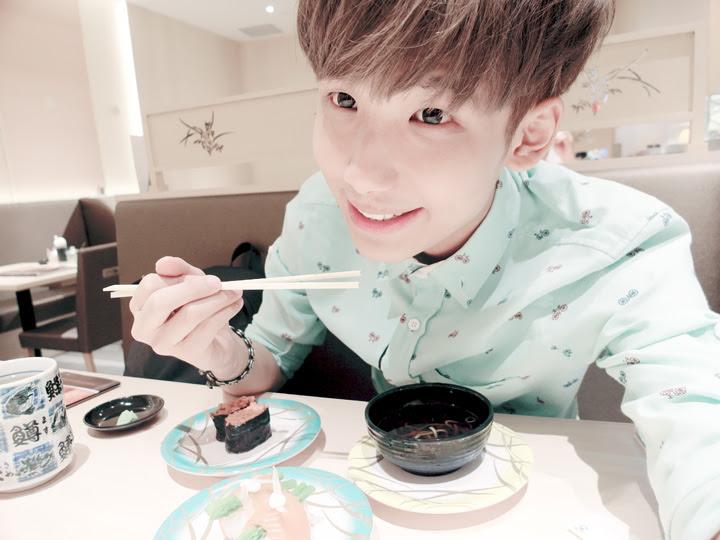 typicalben selfie eating sushi