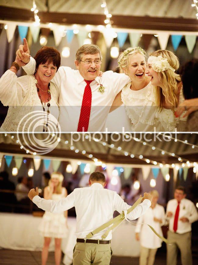 http://i892.photobucket.com/albums/ac125/lovemademedoit/welovepictures/StrandKombuis_Wedding_107.jpg?t=1324655202